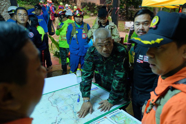 Các hình ảnh cho thấy quy mô và độ phức tạp của nỗ lực giải cứu các cậu bé Thái Lan bị mắc kẹt - Ảnh 13.