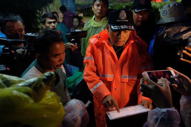 Các hình ảnh cho thấy quy mô và độ phức tạp của nỗ lực giải cứu các cậu bé Thái Lan bị mắc kẹt - Ảnh 14.