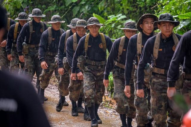 Các hình ảnh cho thấy quy mô và độ phức tạp của nỗ lực giải cứu các cậu bé Thái Lan bị mắc kẹt - Ảnh 20.