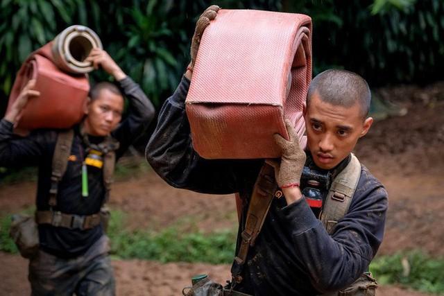 Các hình ảnh cho thấy quy mô và độ phức tạp của nỗ lực giải cứu các cậu bé Thái Lan bị mắc kẹt - Ảnh 22.