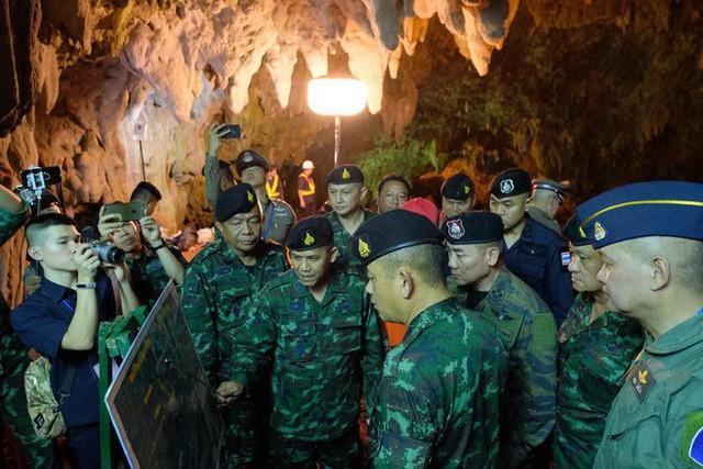 Các hình ảnh cho thấy quy mô và độ phức tạp của nỗ lực giải cứu các cậu bé Thái Lan bị mắc kẹt - Ảnh 24.