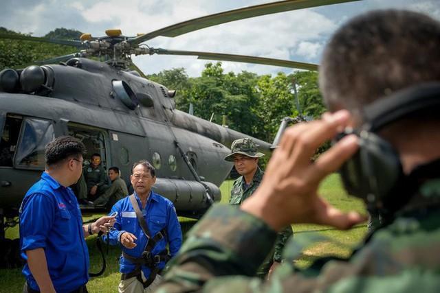 Các hình ảnh cho thấy quy mô và độ phức tạp của nỗ lực giải cứu các cậu bé Thái Lan bị mắc kẹt - Ảnh 25.