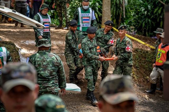 Các hình ảnh cho thấy quy mô và độ phức tạp của nỗ lực giải cứu các cậu bé Thái Lan bị mắc kẹt - Ảnh 27.