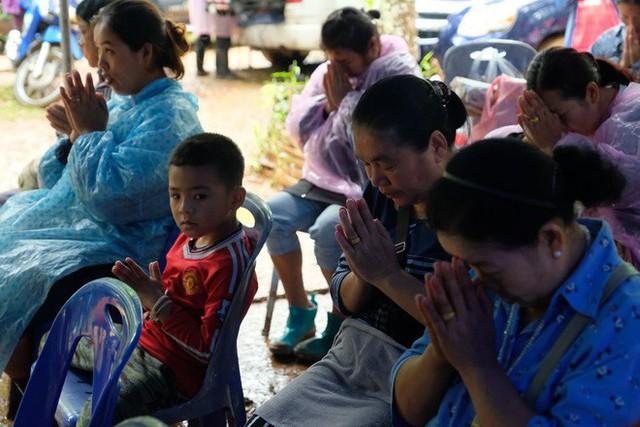 Các hình ảnh cho thấy quy mô và độ phức tạp của nỗ lực giải cứu các cậu bé Thái Lan bị mắc kẹt - Ảnh 4.