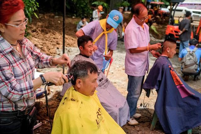 Các hình ảnh cho thấy quy mô và độ phức tạp của nỗ lực giải cứu các cậu bé Thái Lan bị mắc kẹt - Ảnh 8.