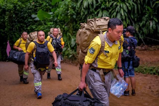 Các hình ảnh cho thấy quy mô và độ phức tạp của nỗ lực giải cứu các cậu bé Thái Lan bị mắc kẹt - Ảnh 9.