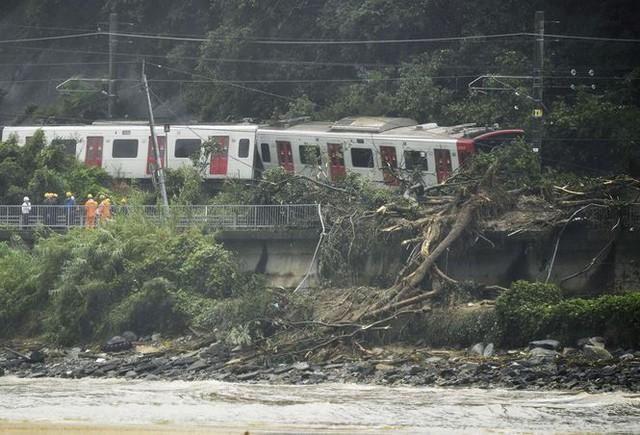 Mưa lũ, lở đất tại Nhật Bản: Ít nhất 44 người thiệt mạng - Ảnh 1.