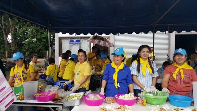 Hàng trăm phóng viên quốc tế chờ điều thần kỳ từ hang Tham Luang - Ảnh 11.