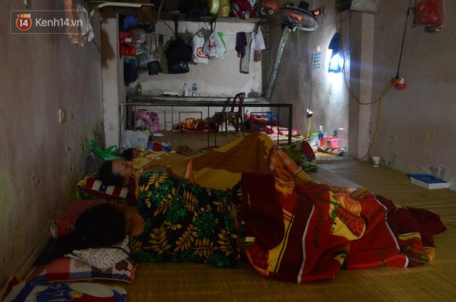 Tình người trong dãy trọ 15k/ đêm ở Hà Nội: Ông chủ tự bỏ tiền túi lắp điều hòa, quạt mát cho người nghèo trốn nóng - Ảnh 13.