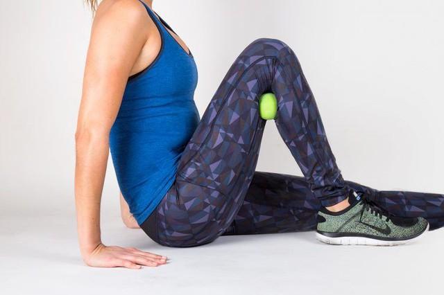Đau lưng mỏi gối do lối sống, áp dụng 8 động tác đơn giản này để lấy lại sức mạnh đôi chân - Ảnh 2.