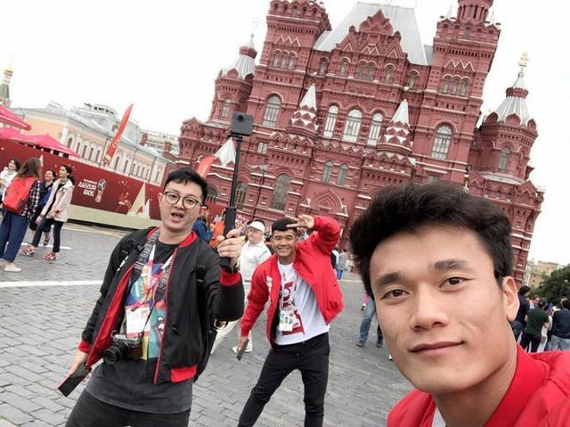 Thủ môn Bùi Tiến Dũng sang Nga trao giải Cầu thủ xuất sắc nhất trận bán kết World Cup 2018 - Ảnh 1.