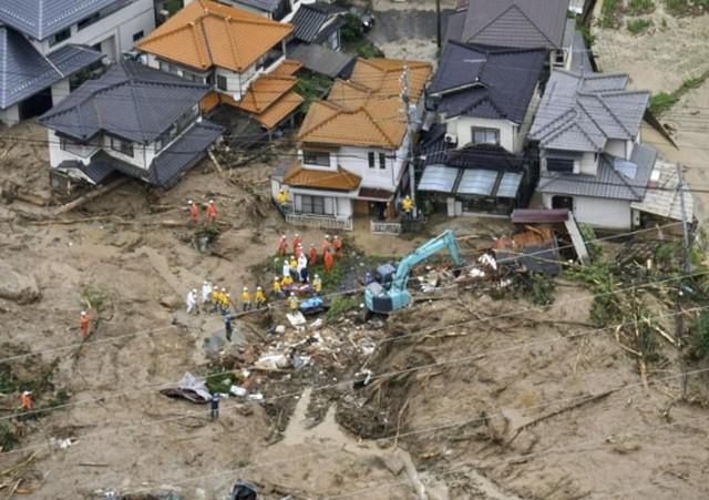 Những hình ảnh về trận mưa lũ lịch sử ở Nhật Bản - Ảnh 11.