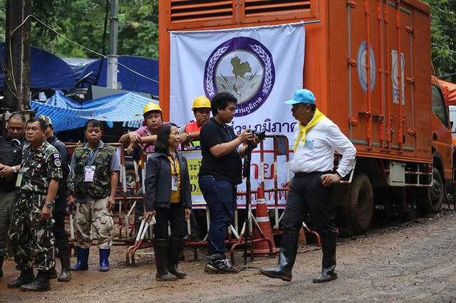 Những hình ảnh từ hiện trường ngày đầu cứu hộ đội bóng Thái Lan - Ảnh 11.