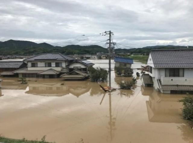 Những hình ảnh về trận mưa lũ lịch sử ở Nhật Bản - Ảnh 3.