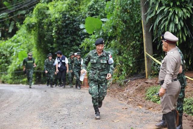 Những hình ảnh từ hiện trường ngày đầu cứu hộ đội bóng Thái Lan - Ảnh 4.