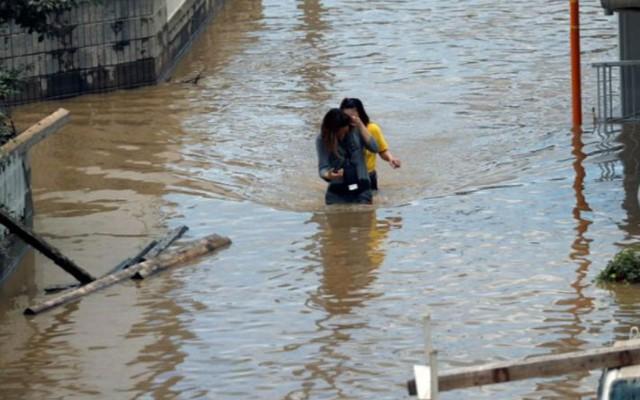 Những hình ảnh về trận mưa lũ lịch sử ở Nhật Bản - Ảnh 6.