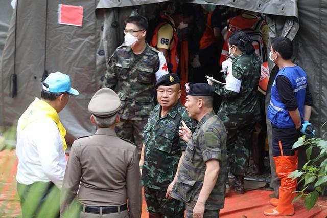 Những hình ảnh từ hiện trường ngày đầu cứu hộ đội bóng Thái Lan - Ảnh 9.