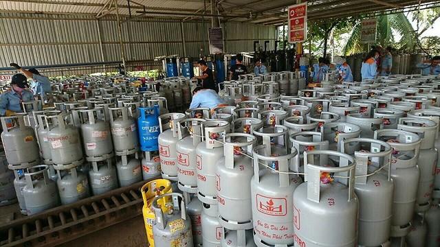 Giá gas nhảy vọt 11.000 đồng/bình do tỉ giá USD tăng - Ảnh 1.
