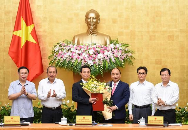 Ông Nguyễn Mạnh Hùng thôi nhiệm Phó Chủ tịch MBBank - Ảnh 1.