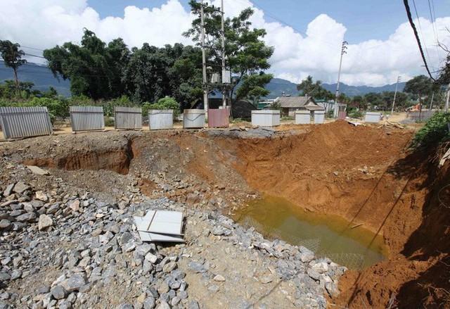 Cận cảnh những hố tử thần khổng lồ mới xuất hiện tại Lào Cai - Ảnh 4.