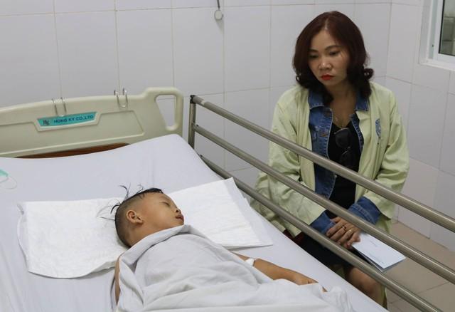 Không biết mẹ tử vong, bé gái 6 tuổi sống sót trên chuyến xe rước dâu liên tục gọi mẹ trong đau đớn - Ảnh 6.