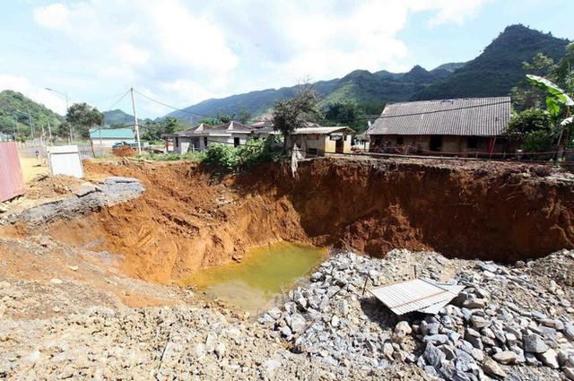 Cận cảnh những hố tử thần khổng lồ mới xuất hiện tại Lào Cai - Ảnh 7.
