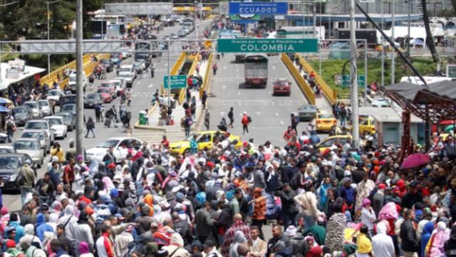 Lo biên giới đóng cửa, hàng nghìn người Venezuela vượt núi di cư - Ảnh 1.