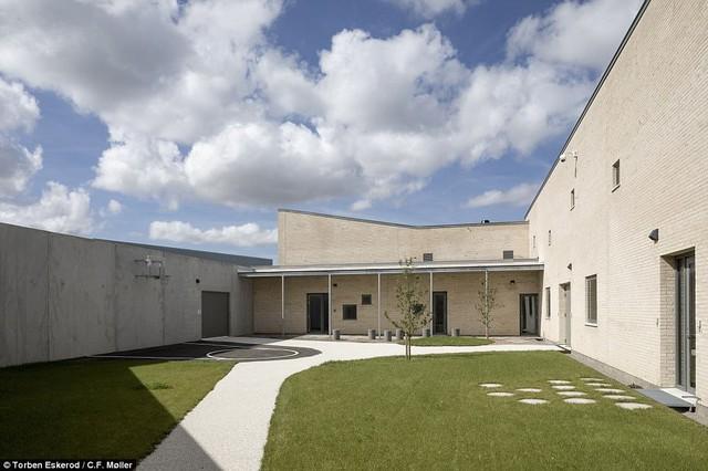 Nhà tù nhân đạo nhất thế giới ở Đan Mạch: Khuôn viên như khách sạn 5 sao, tù nhân thoải mái sinh hoạt và giải trí như ở nhà - Ảnh 12.