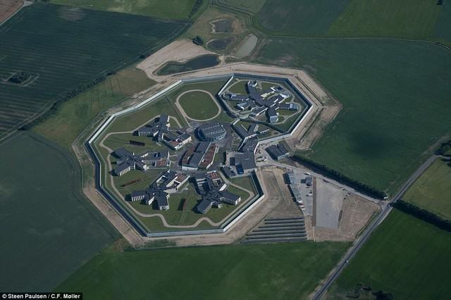 Nhà tù nhân đạo nhất thế giới ở Đan Mạch: Khuôn viên như khách sạn 5 sao, tù nhân thoải mái sinh hoạt và giải trí như ở nhà - Ảnh 16.