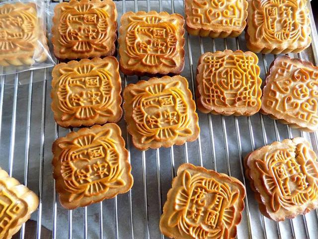Xuất hiện bánh Trung thu chưa đến 3000 đồng/chiếc tràn lan, chuyên gia cảnh báo khi ăn bánh Trung thu - Ảnh 3.