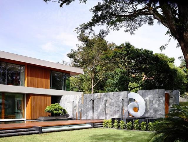 Biệt thự trang trí bằng gỗ ấn tượng - Ảnh 6.