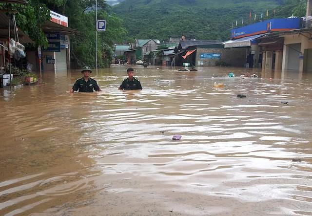 Toàn cảnh mưa lũ tại Nghệ An nhìn từ trên cao - Ảnh 7.