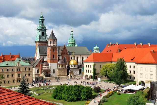 Chỉ với khoảng 5-7 triệu đồng, bạn sẽ chi tiêu được gì ở những thành phố du lịch rẻ bậc nhất châu Âu? - Ảnh 10.