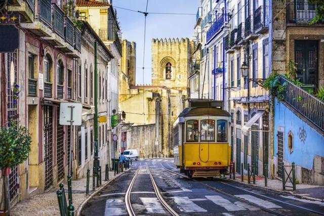 Chỉ với khoảng 5-7 triệu đồng, bạn sẽ chi tiêu được gì ở những thành phố du lịch rẻ bậc nhất châu Âu? - Ảnh 2.