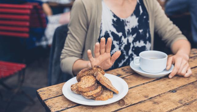 Nếu thấy đau đầu dữ dội ngay sau khi ăn thì hãy coi chừng vì đây có thể là dấu hiệu cho thấy những vấn đề sức khỏe nghiêm trọng - Ảnh 1.