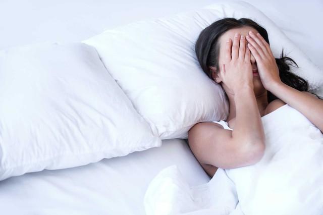 Chuyên gia đông y mách những bài thuốc dân gian chữa mất ngủ hiệu quả lại ít tác dụng phụ - Ảnh 2.