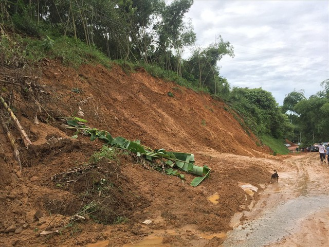 Sụt lún nhà xuống sông Đà ở Hoà Bình: Đã tìm ra nguyên nhân - Ảnh 4.