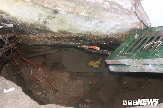 Ảnh: Cận cảnh hố tử thần sâu 3m tại nhà dân ở Hà Nội - Ảnh 5.