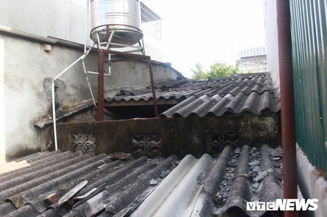 Ảnh: Cận cảnh hố tử thần sâu 3m tại nhà dân ở Hà Nội - Ảnh 7.