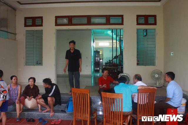 Ảnh: Cận cảnh hố tử thần sâu 3m tại nhà dân ở Hà Nội - Ảnh 8.