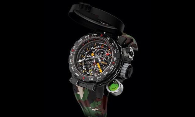 Đây là chiếc đồng hồ nồi đồng cối đá có giá triệu đô được chính ngôi sao hành động Sylvester Stallone thiết kế - Ảnh 1.