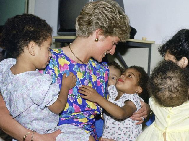10 điều tuyệt vời mà Công nương Diana làm cho con cái đã truyền cảm hứng mạnh mẽ cho những bà mẹ của thời nay - Ảnh 10.