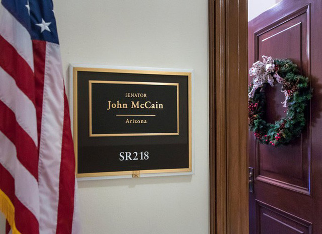 Những cột mốc đáng nhớ trong cuộc đời Thượng nghị sĩ McCain - Ảnh 13.