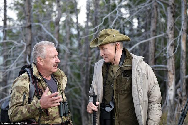 Tổng thống Putin lại gây sốt với chuyến nghỉ hè ở vùng hoang vu Siberia - Ảnh 8.