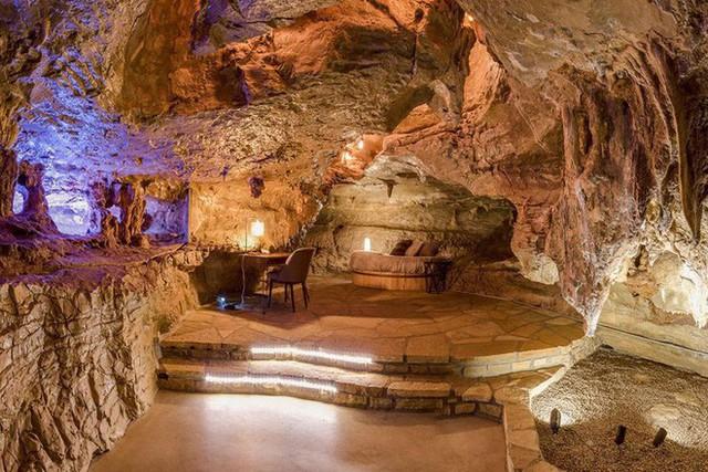 Hang động sang trọng nhất thế giới đang được rao bán với giá 58 tỷ đồng, bên ngoài hoang sơ bên trong mới thật sự bất ngờ - Ảnh 17.