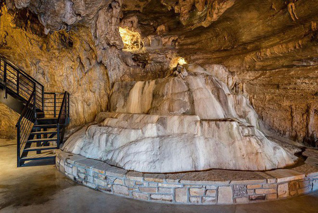 Hang động sang trọng nhất thế giới đang được rao bán với giá 58 tỷ đồng, bên ngoài hoang sơ bên trong mới thật sự bất ngờ - Ảnh 9.