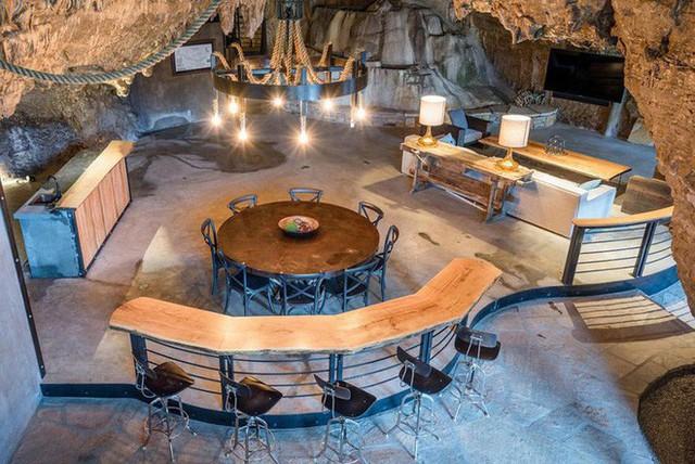 Hang động sang trọng nhất thế giới đang được rao bán với giá 58 tỷ đồng, bên ngoài hoang sơ bên trong mới thật sự bất ngờ - Ảnh 10.
