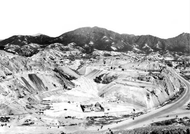 Gia tộc Hồng Kông biến vùng đồi cằn cỗi thành đế chế bất động sản 4,4 tỷ USD - Ảnh 2.