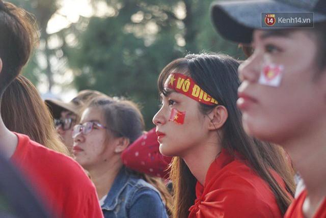 CĐV bần thần trước thất bại của Olympic Việt Nam, nhưng vẫn tự hào vì những gì các cầu thủ đã làm được - Ảnh 3.