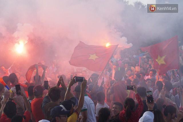 CĐV bần thần trước thất bại của Olympic Việt Nam, nhưng vẫn tự hào vì những gì các cầu thủ đã làm được - Ảnh 29.
